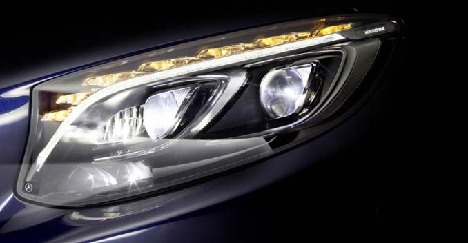 Mercedes benz showcases new led head lamp technology for Mercedes benz latest technology