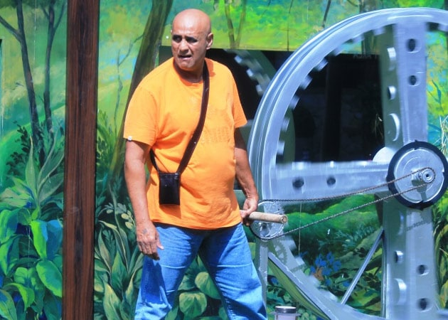Bigg Boss 8: Puneet Issar Disqualified, Asked to Leave the House