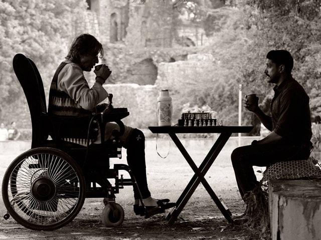 Farhan Akhtar: It's Easy to Work With Amitabh Bachchan