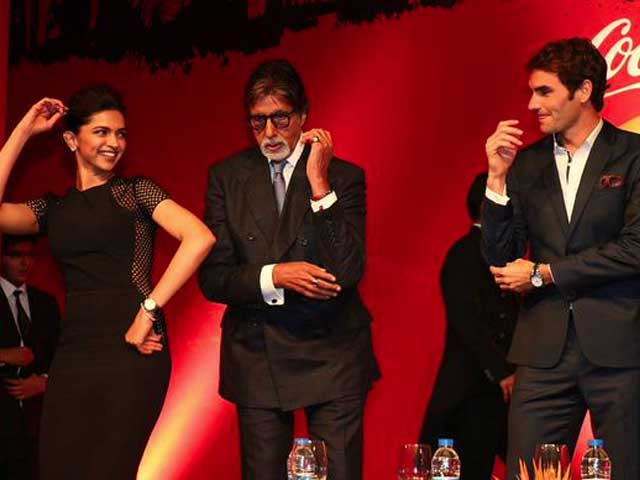 Roger Federer's Indianaama: Dances With Deepika Padukone and Amitabh Bachchan, Eats Giant Naan
