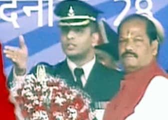 झारखंड : रघुवर दास बने मुख्यमंत्री, नीलकंठ मुंडा, सीपी सिंह, चंद्र प्रकाश, लुईस मरांडी बने मंत्री