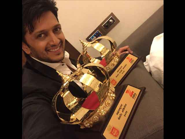 Riteish Deshmukh Dedicates Lai Bhaari Awards to Father, Newborn Baby