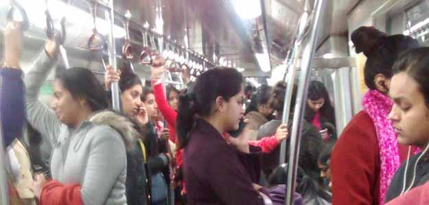 दिल्ली मेट्रो का महिला कोच