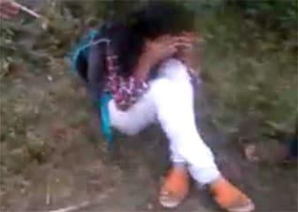 कैमरे में कैद : लातूर में 'नैतिकता के ठेकेदारों' ने बेरहमी से पीटा लड़का-लड़की को