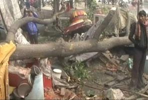 ग्वालियर : स्टॉपर तोड़ मंदिर में जा घुसी एक्सप्रेस ट्रेन, दो पुजारी घायल