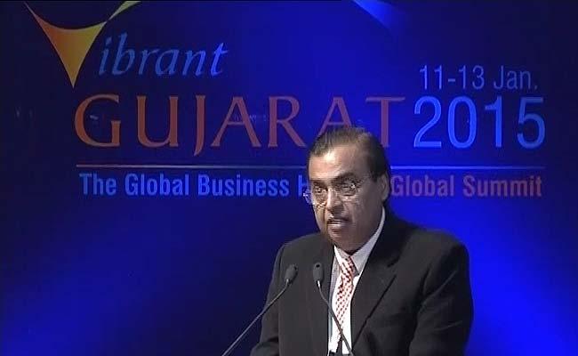 वाइब्रेंट गुजरात समिट में बोलते हुए मुकेश अंबानी