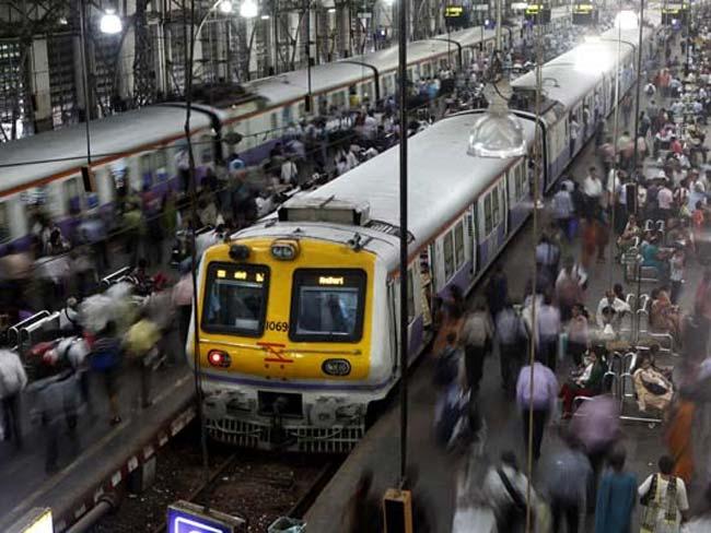 जल्द मिलेगी 'मुंबई की लाइफलाइन' में ठंडक, एसी होंगी लोकल ट्रेनें
