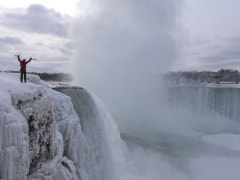 Adventurer Couldn't <i>Let Go</i> of the Opportunity of Climbing the Frozen Niagara Falls, Creates History