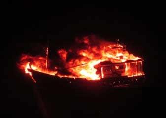 विस्फोटकों से लदी पाकिस्तानी नौका ने पोरबंदर तट के पास खुद को उड़ाया, चार लोग थे सवार