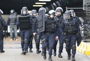 फ्रांस में तीसरे दिन भी हिंसा