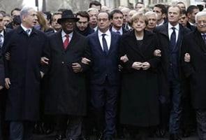 पेरिस में आतंक के ख़िलाफ़ उमड़ा जनभावनाओं का सैलाब, विश्व नेताओं ने किया मार्च का नेतृत्व