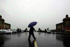 उत्तर भारत में हल्की बारिश ने लोगों को ठिठुरन भरी सर्दी से दी राहत