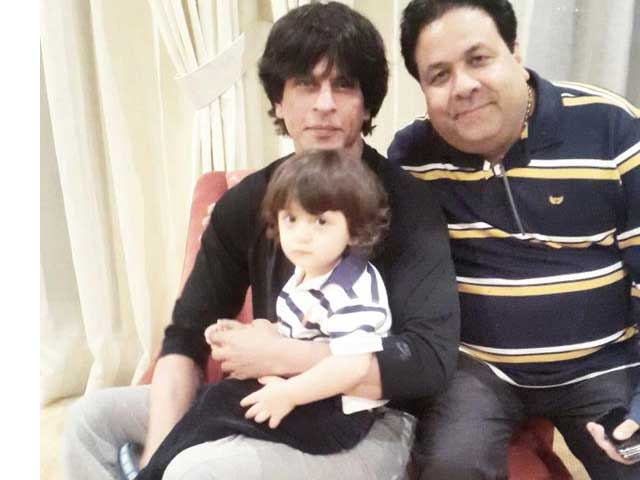Happy New Year Shah Rukh Khan And Abram S First Picture Of 2015 Ndtv Movies
