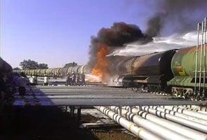 कर्नाटक : रेल ईंधन टैंकर में लगी आग, बड़ी दुर्घटना होते-होते बची