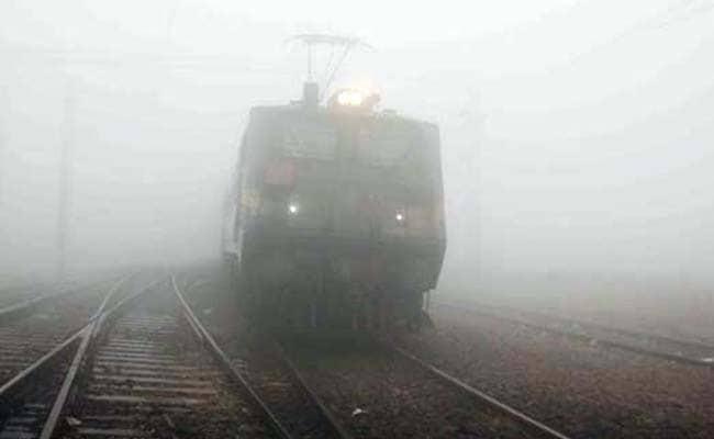 उत्तर भारत में कोहरे के चलते 71 ट्रेनें रद्द, 10 ट्रेनें लेट