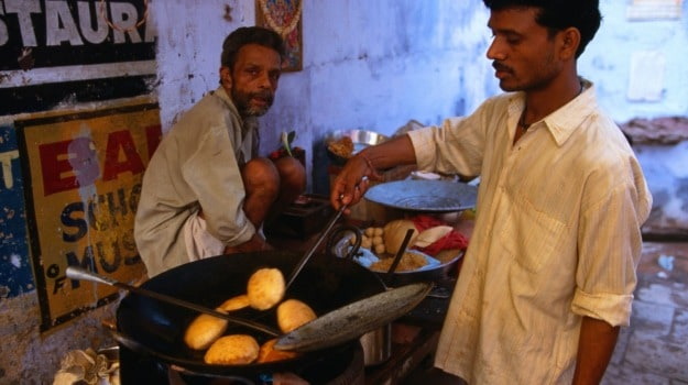 The Foodie Traveller: Breakfast With the Faithful in Varanasi, India