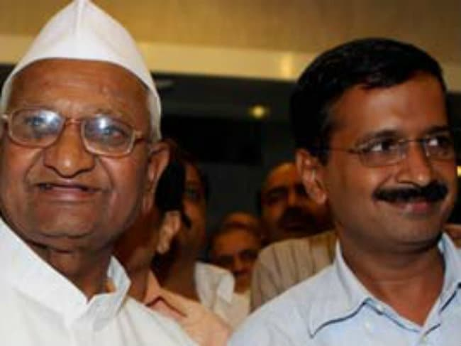 'Proud That One of Our Volunteers Has Become Delhi Chief Minister,' Says Anna Hazare After Arvind Kejriwal is Sworn-In