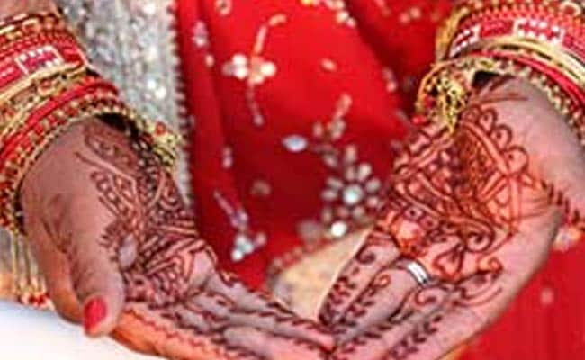 In Kashmir's Biggest Mass Marriage, 105 Couples Tie Knot