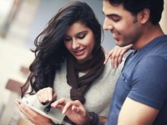 Couples Who Flaunt How Happy They Are on Facebook, Are Not Faking it