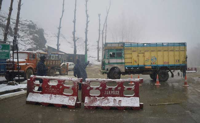 Landslide In Ramban District, Jammu-Srinagar Highway Closed