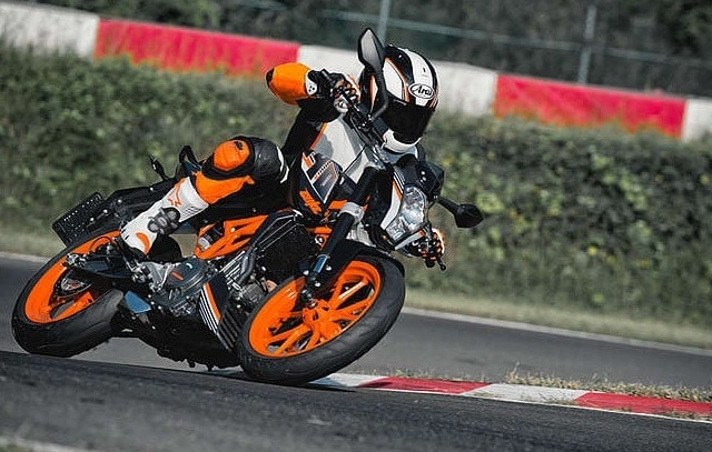 2016 ktm duke & rc range silently introduced; prices revealed