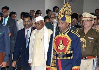 मध्य प्रदेश के गवर्नर के खिलाफ FIR दर्ज होने के बाद केंद्र ने उन्हें इस्तीफा देने को कहा : सूत्र