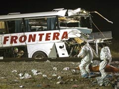 2 Children Among 20 Dead in Mexico Bus-Train Collision