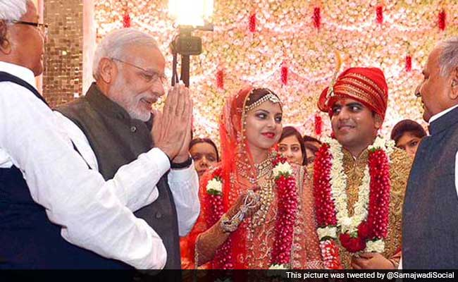 Pm Modi Sonia Gandhi Attend Wedding Reception Of Lalu Yadavs Daughter