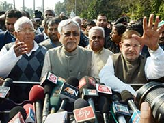 10 Signs That The Nitish Kumar-Sharad Yadav Feud Was Building Up