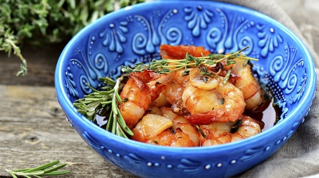 Spicy prawns with basil