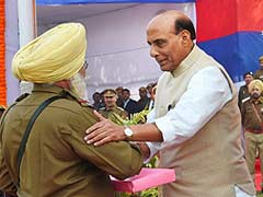 Home Minister Rajnath Singh Asks Delhi Police to Extend Full Support to AAP Government