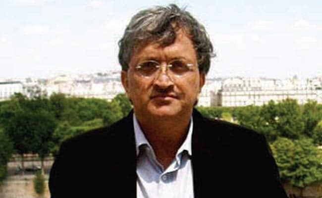 अब इतिहासकार रामचंद्र गुहा ने की इंडिगो कर्मचारी द्वारा दुर्व्यवहार की शिकायत
