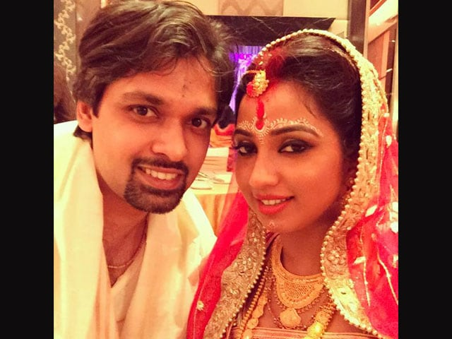Shreya Ghoshal Marries Fiance in Traditional Bengali Ceremony
