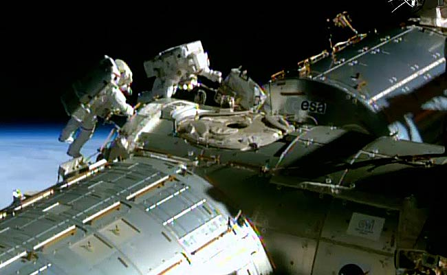 Astronauts Breeze Through Spacewalk to Rig Station for US Space Taxis