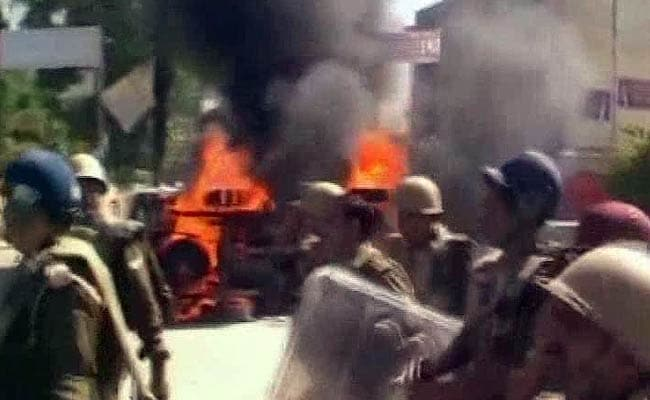 Clashes After Lawyer is Allegedly Killed by Policeman Inside Court in Allahabad