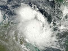 चीन में 'नेपारतक' तूफान से आंधी, कई इलाकों में तेज बारिश के आसार
