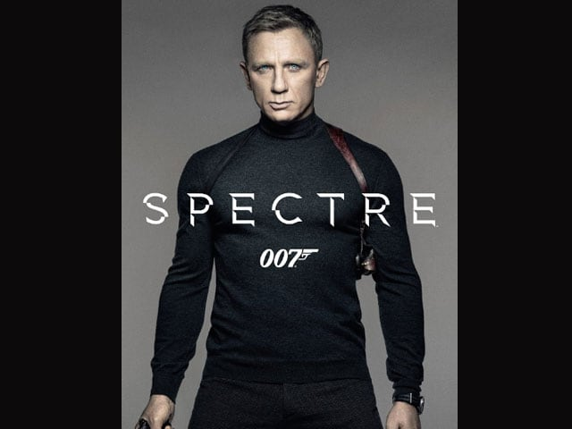 In SPECTRE Poster, Daniel Craig is Armed and Very, Very Dangerous