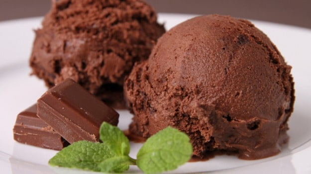Make This 3-Ingredient Chocolate Ice-Cream At Home Without Ice-Cream Machine And Eggs, Watch Video