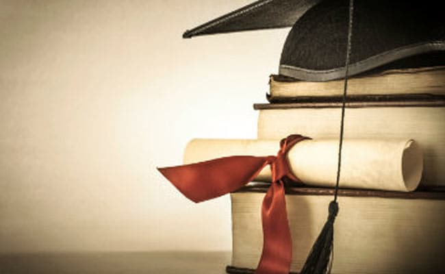 Mumbai University 'Graduates' To Online Degrees Regime
