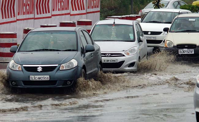 Unseasonal Rain Lashes North India; Traffic Jams in Delhi