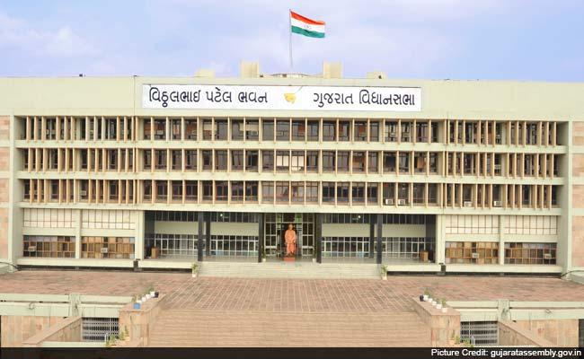 CAG ने खोली पोलः गुजरात में 2140 करोड़ कहां गए, 16 साल से विभागों ने हिसाब ही नहीं दिया