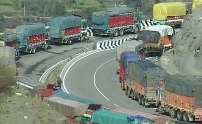 Vehicles Being Cleared At Jammu-Srinagar Highway After Landslide