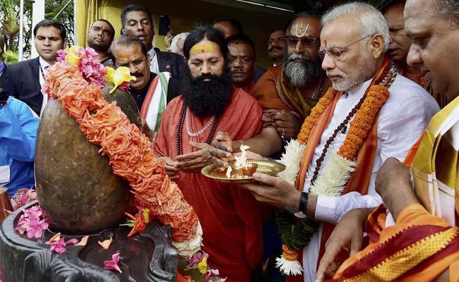 Prime Minister Narendra Modi Prays at Ganga Talao in Mauritius