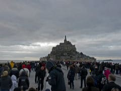 'Supertide' Draws Tens of Thousands to France's Mont Saint-Michel