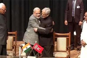 जम्मू-कश्मीर : 'एक विधान, एक प्रधान, एक निशान' को छोड़ 'इंसानियत, कश्मीरियत, जम्हूरियत'