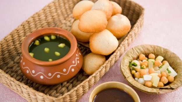 Street Food of India: The Happy Family of Gol Gappas, Paani Puris and the Phuchkas of India
