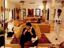 Can You Spot Ranbir Kapoor in This Photo Tweeted by Father Rishi?