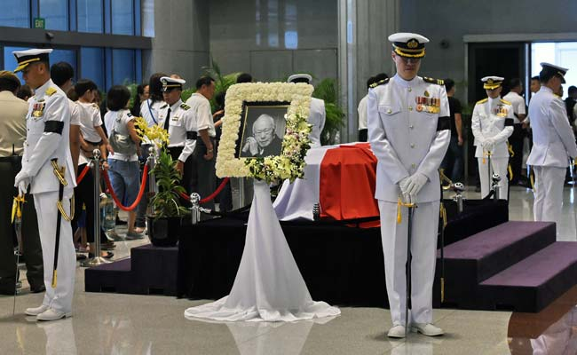 Singapore Stands Still as Nation Bids Farewell to Founding Father Lee Kuan Yew