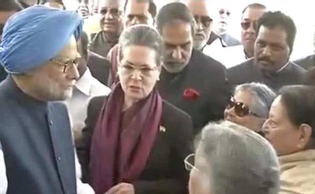 कांग्रेस सांसदों को सोनिया गांधी आज देंगी 'पार्टी', डिनर पर होगी ललित मोदी और व्यापमं की चर्चा !