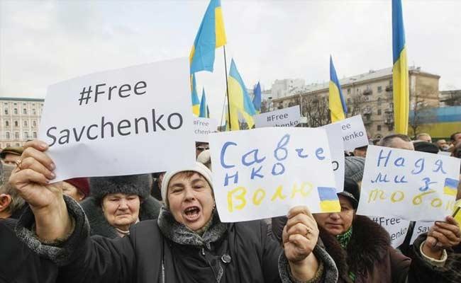 Mother of Captured Ukraine Pilot Lobbies Germany to Help Free Daughter